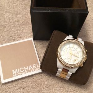MICHAEL KORS WHITE WATCH WITH GOLD & CRYSTALS